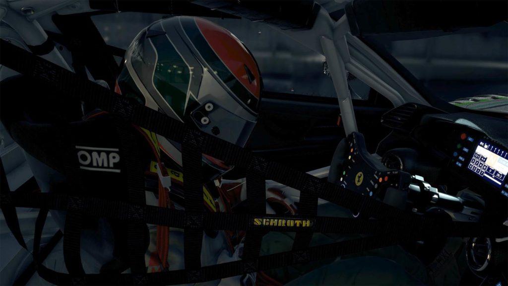 Una immagine di un pilota nell'abitacolo di una vettura da corsa del nuovo Assetto Corsa Competizione